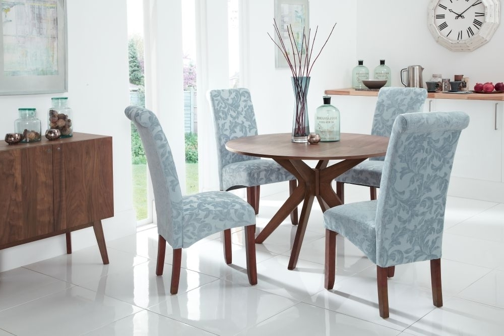 Kingston Dining Tables And Chairs With Regard To Most Popular Valley 120Cm Walnut Fixed Top Round Dining Set With 4 Kingston Duck (View 11 of 20)