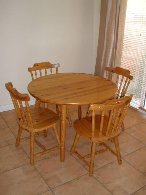 Kitchen : Small Round Table Sets For Kitchen And Dining, Round Intended For 2017 Small Round Dining Table With 4 Chairs (View 6 of 20)