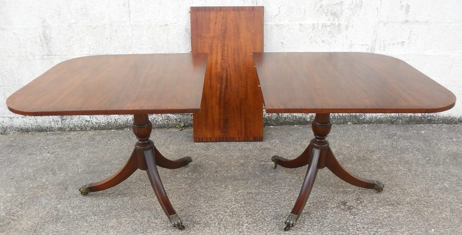 Mahogany Extending Dining Table In The Antique Georgian Style To Pertaining To Most Popular Mahogany Extending Dining Tables (View 8 of 20)