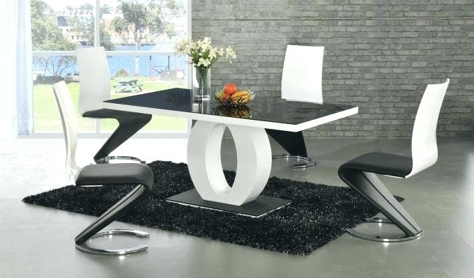 Modern Dining Table And Chairs – Pinklemonblog With Regard To Most Recently Released Contemporary Dining Room Tables And Chairs (View 17 of 20)