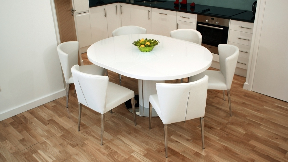 Modern Round White Gloss Extending Dining Table And Chairs Within Favorite Round White Extendable Dining Tables (View 6 of 20)
