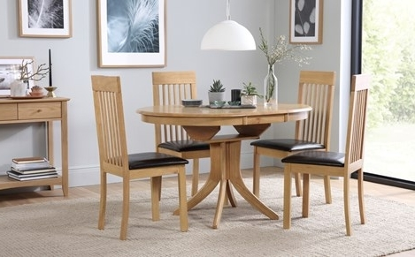 Most Current Extending Dining Table Sets For Hudson Round Oak Extending Dining Table With 4 Oxford Ivory Chairs (View 14 of 20)