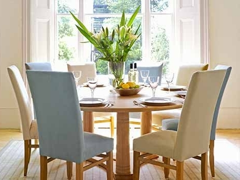Most Popular Oak Round Dining Tables And Chairs With Contemporary Round Dining Table (View 9 of 20)