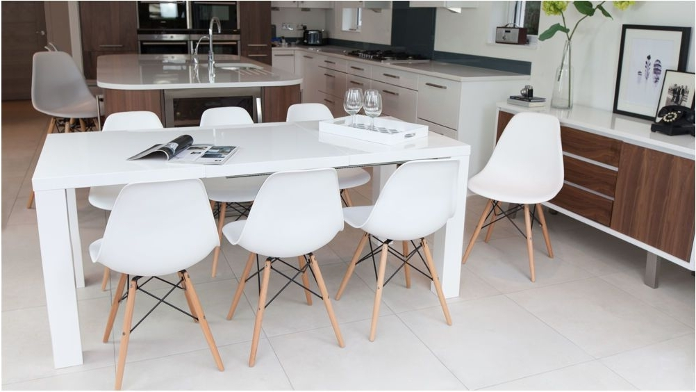 Most Recent Excellently Jerry Dining Set With White Extending Table And 4 White Regarding Dining Extending Tables And Chairs (View 13 of 20)