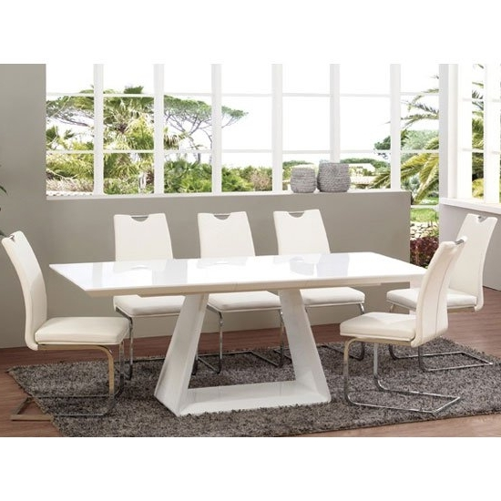 Most Up To Date Extendable Dining Table And 6 Chairs Regarding Astrik Extendable Dining Table In White High Gloss With  (View 14 of 20)