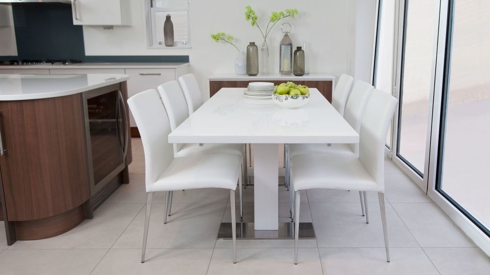 Most Up To Date White Extending Dining Tables And Chairs With Regard To Sanza Small Extending White Gloss Dining Table (View 10 of 20)