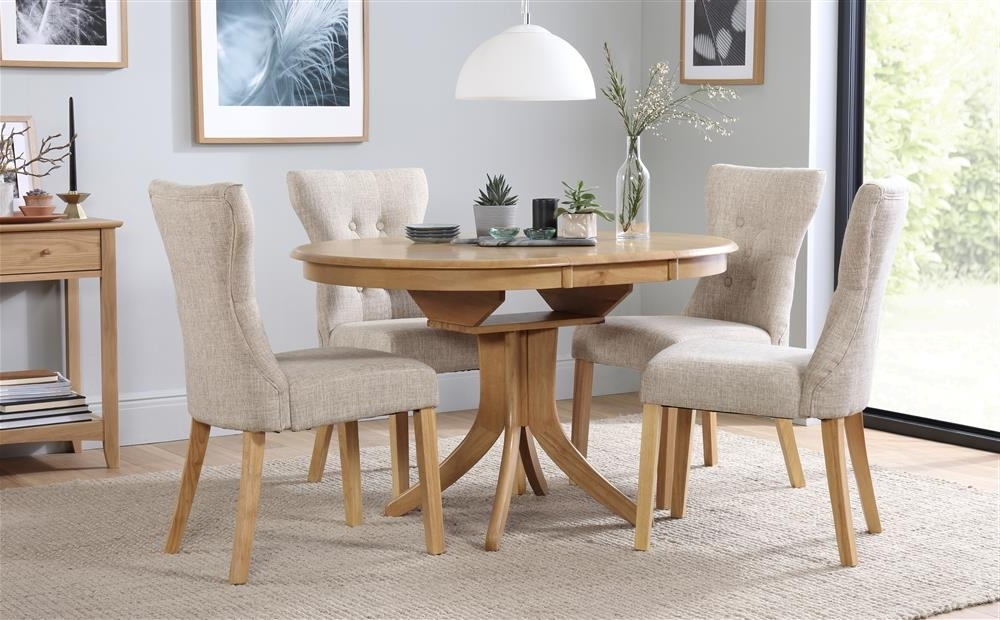 Oak Extending Dining Tables And 4 Chairs For Widely Used Hudson & Bewley Round Extending Oak Finish Dining Table & 4 6 Chairs (Gallery 11 of 20)