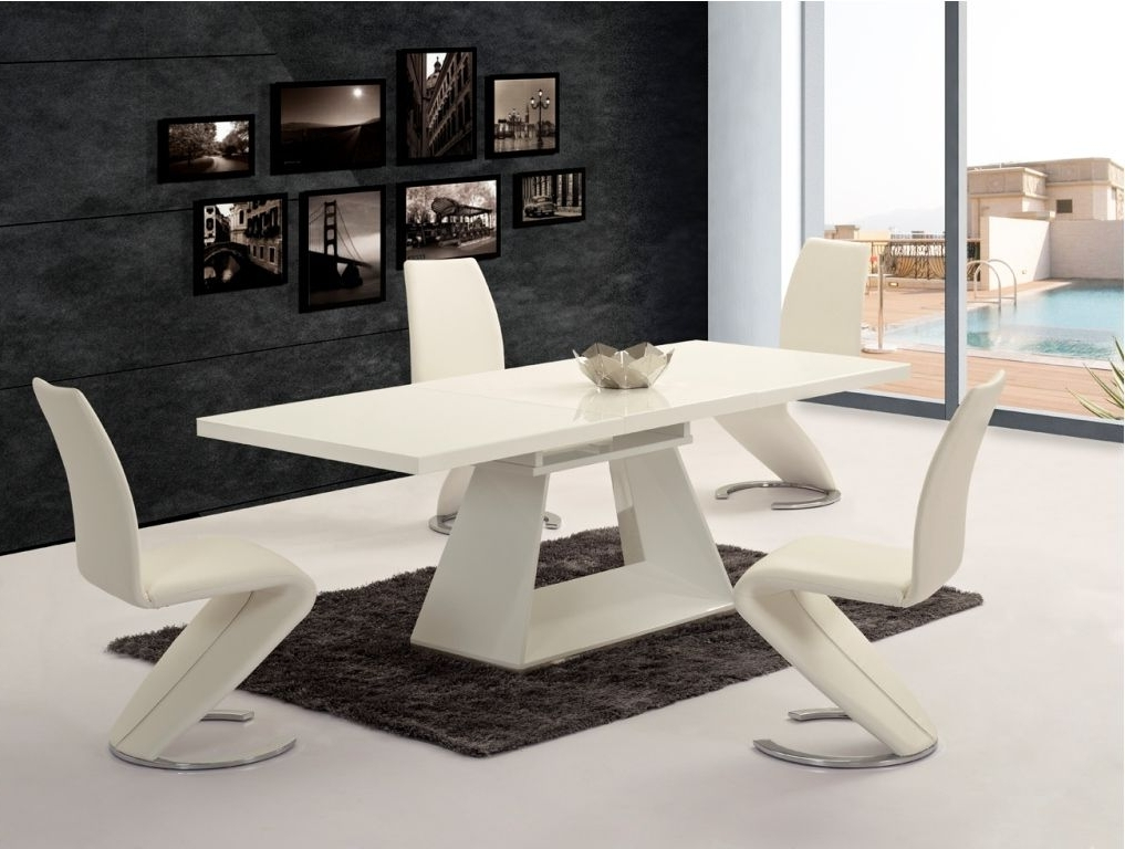 Popular Ga Silvano Extending White Gloss 160 220Cm Dining Table & Luciano Chairs In Black Gloss Dining Sets (View 17 of 20)