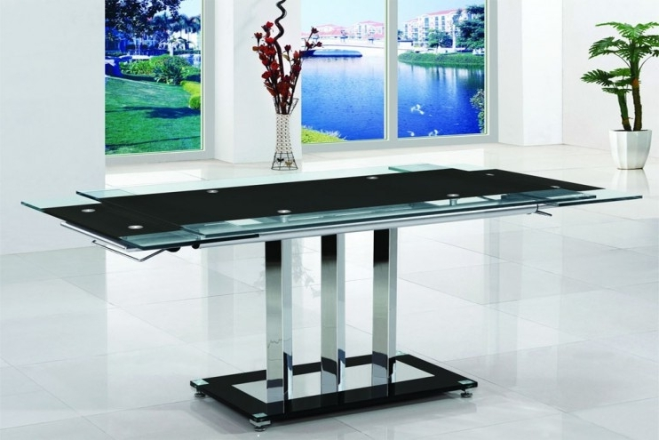 Recent Walden Extension Dining Tables Within Madrid Black/red Extendable Glass Dining Table (View 12 of 20)