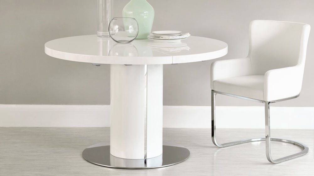 Recent White Gloss Round Extending Dining Table Set With Regard To Extending White Gloss Dining Tables (View 14 of 20)