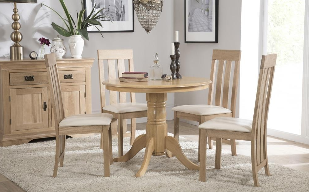 Round Oak Dining Tables And Chairs Throughout Most Popular Kingston Round Oak Dining Table With 4 Chester Chairs (Ivory Seat (View 13 of 20)