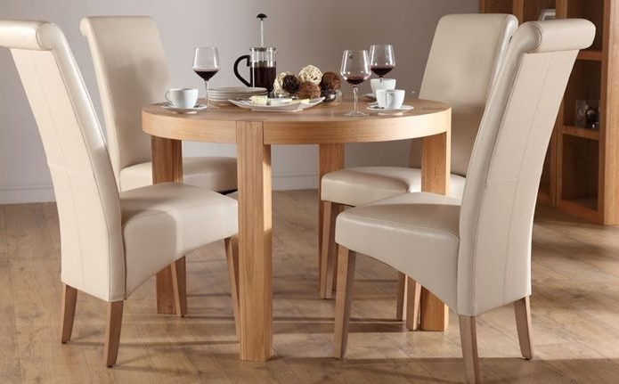 Round Oak Dining Tables And Chairs Throughout Most Popular York Round Oak Dining Table And 4 Chairs Set (Boston Ivory) (View 14 of 20)