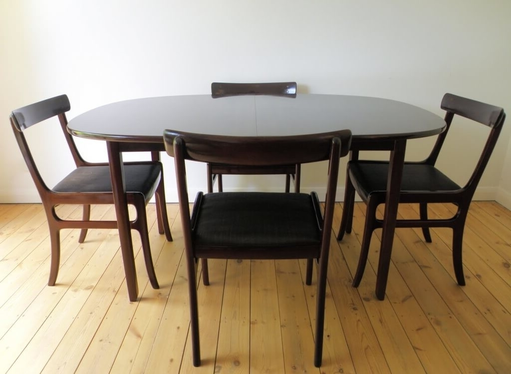 Small Extendable Dining Table Sets Regarding Fashionable Dining Room: Astounding Black Oval Expandable Dining Room Table Sets (View 15 of 20)