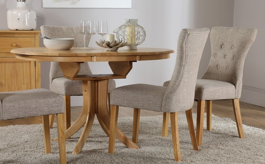 Widely Used Hudson Round Dining Tables Throughout Hudson Round Oak Extending Dining Table – With 4 Bewley Oatmeal (View 20 of 20)