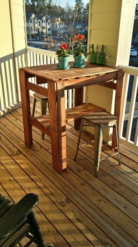 Wood Pallet High Top Table #hightoptablesdiy (View 20 of 20)