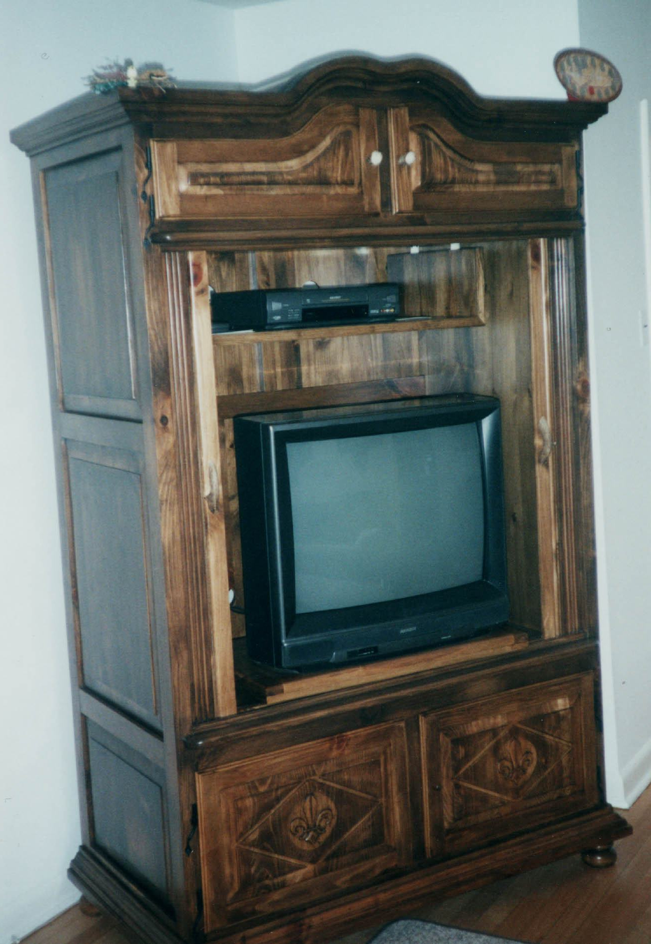 Best Finewood Doors & Pinecrest Fine Wood Doors Leaded Glass Tv Within Recent Tv Hutch Cabinets (Gallery 10 of 20)