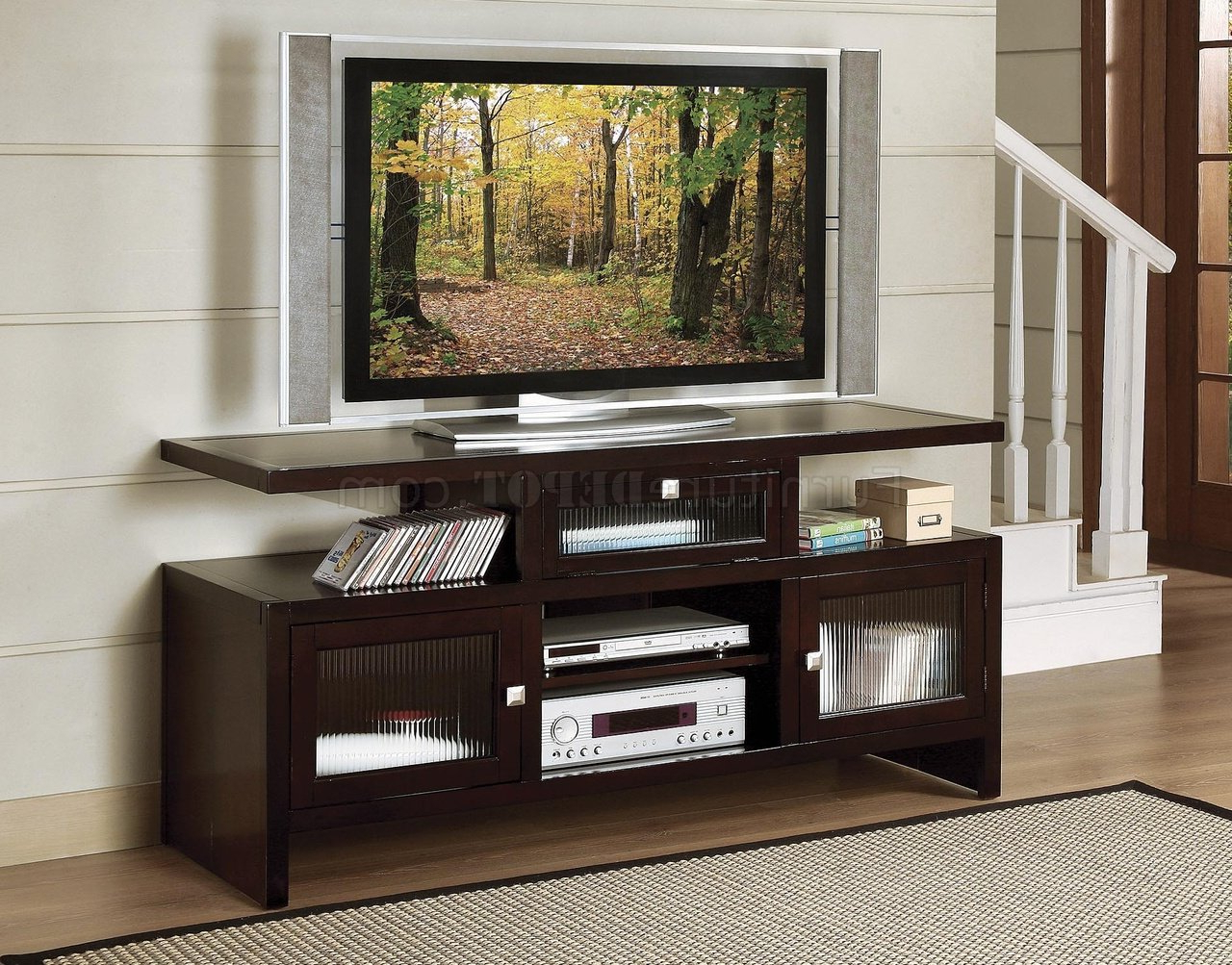 Deep Rich Merlot Finish Traditional Tv Stand W/reeded Glass With Well Liked Traditional Tv Cabinets (View 11 of 20)