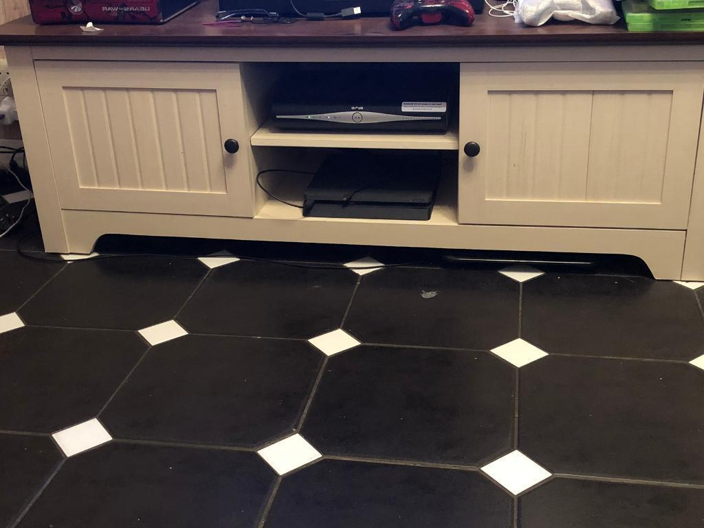 Famous Wakefield 85 Inch Tv Stands Pertaining To Tv Stand (View 4 of 20)