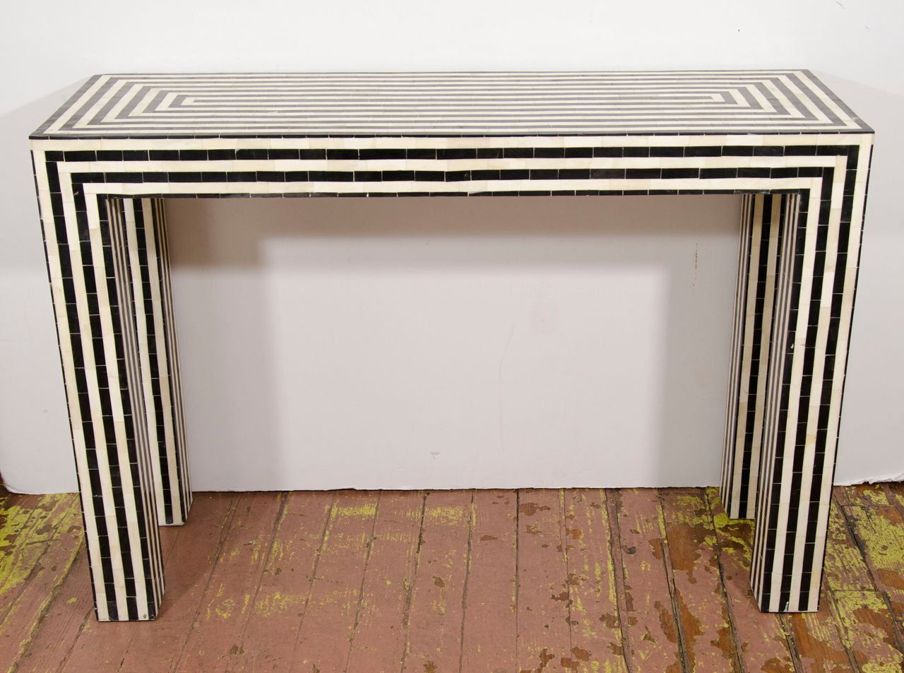 Furnishings Pertaining To Black And White Inlay Console Tables (View 9 of 20)