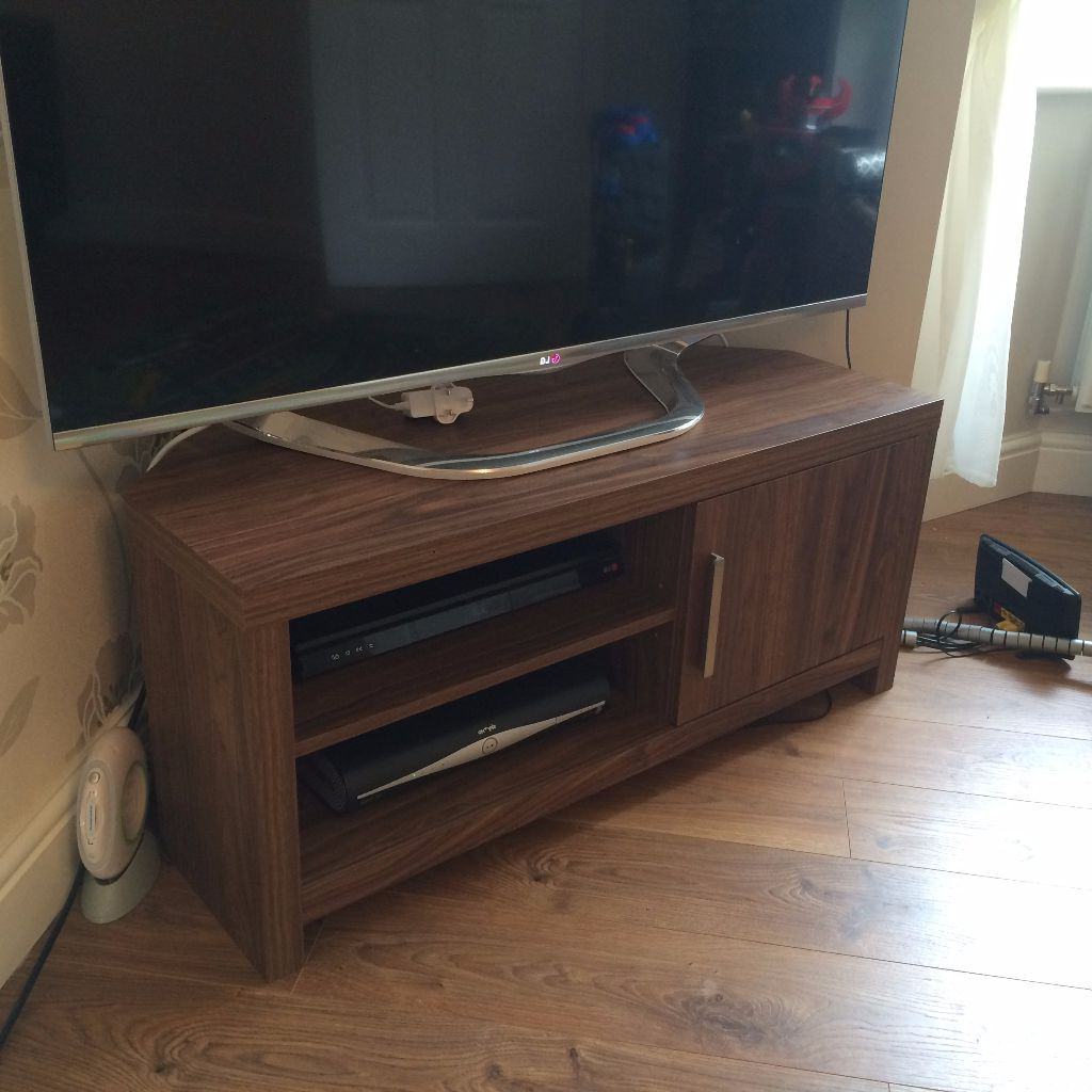In Marshfield, Cardiff Throughout Famous Walnut Corner Tv Stands (Gallery 10 of 20)