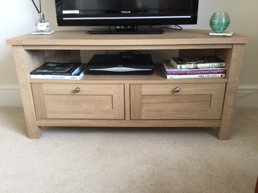 Malvern Oak Effect Corner Tv Stand And Matching Nest Of Tables Regarding Current Oak Effect Corner Tv Stand (View 13 of 20)