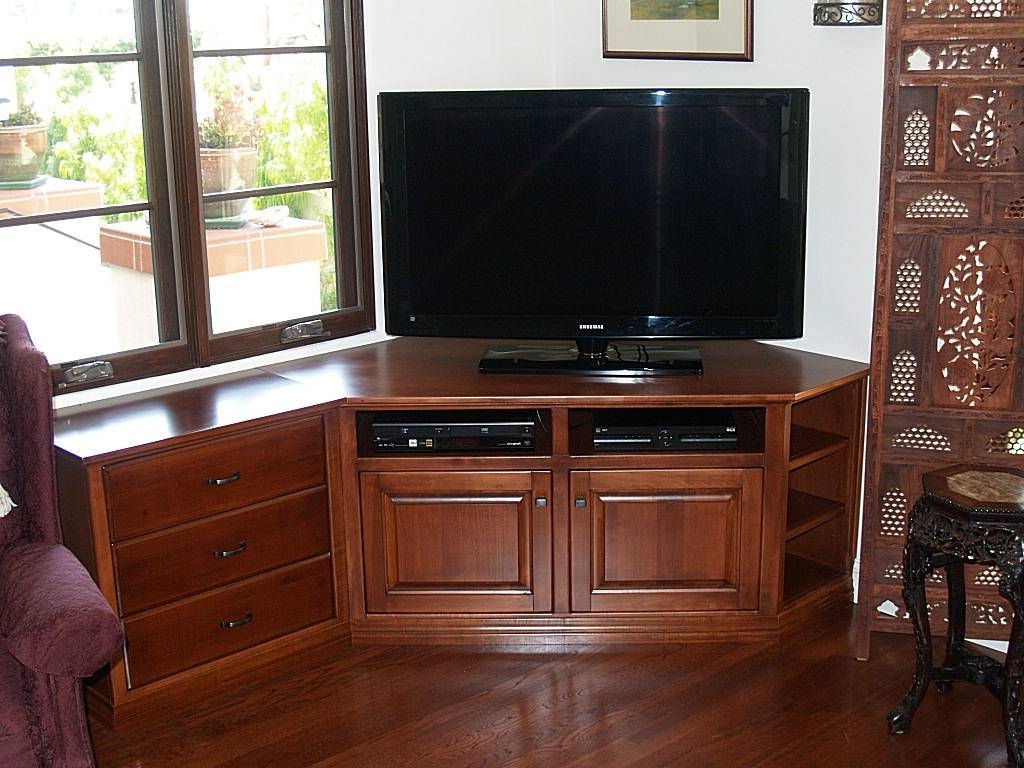 Most Current Corner Tv Cabinets For Flat Screens Throughout 2018 Latest Corner Tv Cabinets For Flat Screens With Doors Solid (Gallery 14 of 20)