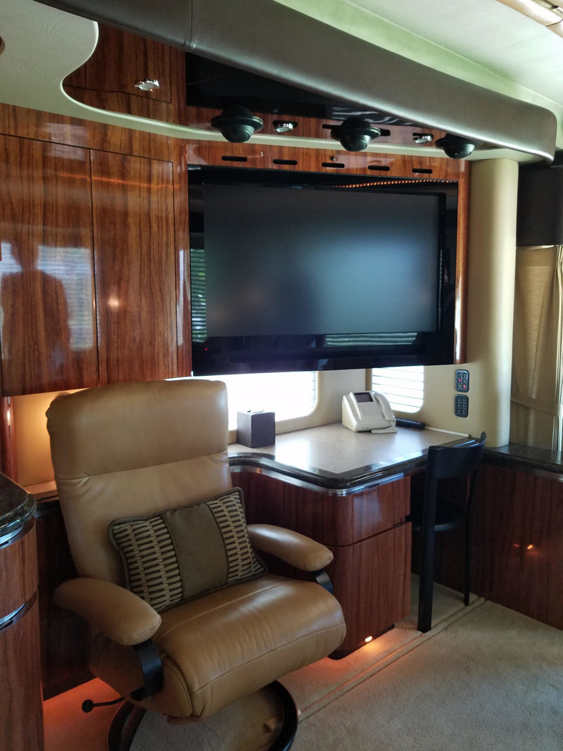 Most Popular 2008 Used Newell 45' Bath And A Half Coach #1245 At Choice Auto With Lauderdale 74 Inch Tv Stands (Gallery 19 of 20)