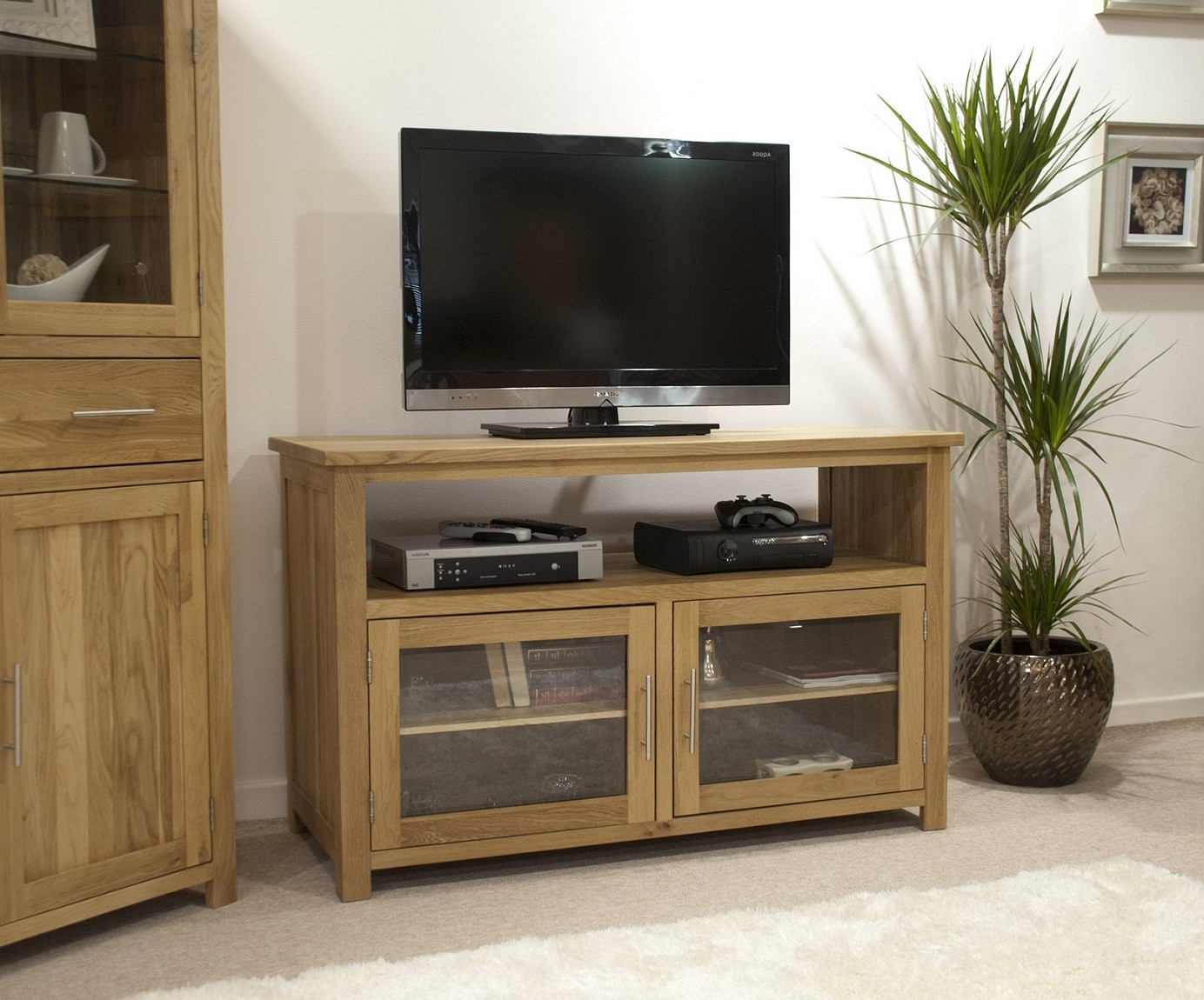 Opus Solid Oak Tv/entertainment Unit (Gallery 8 of 20)