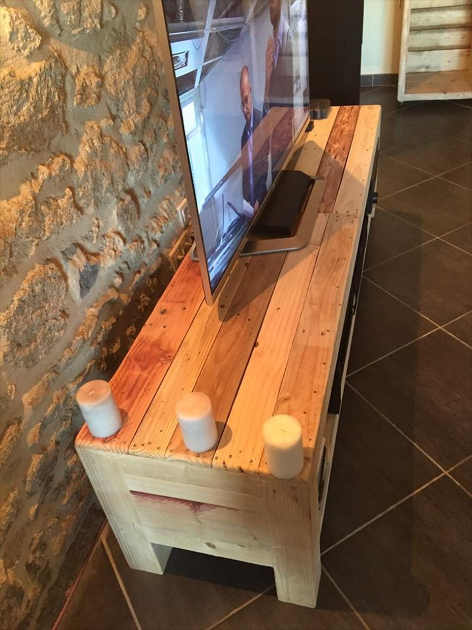 Pallet Tv Console / Media Stand (Gallery 17 of 20)