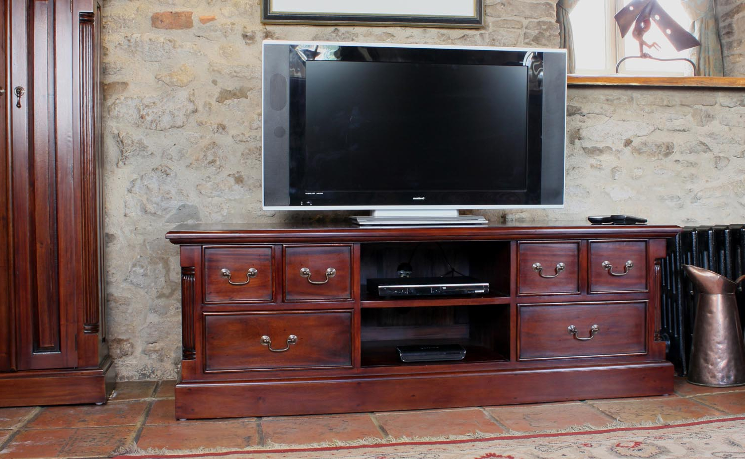 Popular Widescreen Tv Cabinets Within La Roque Mahogany Widescreen Television Cabinet (Imr09A) (Gallery 12 of 20)