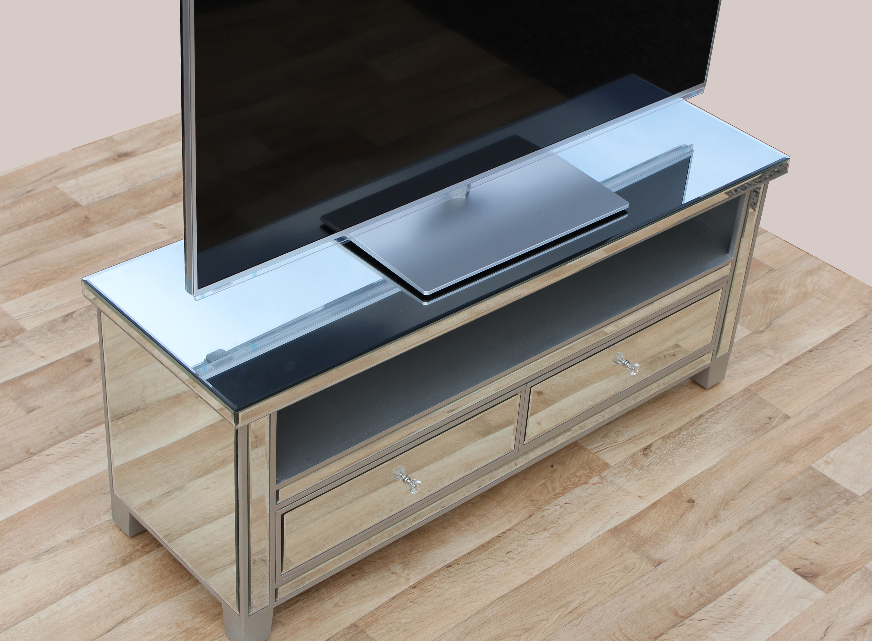 Recent Awesome White Mirrored Tv Cabinet Dark Pen Wonderful Backsplash Within Mirrored Tv Cabinets (Gallery 15 of 20)