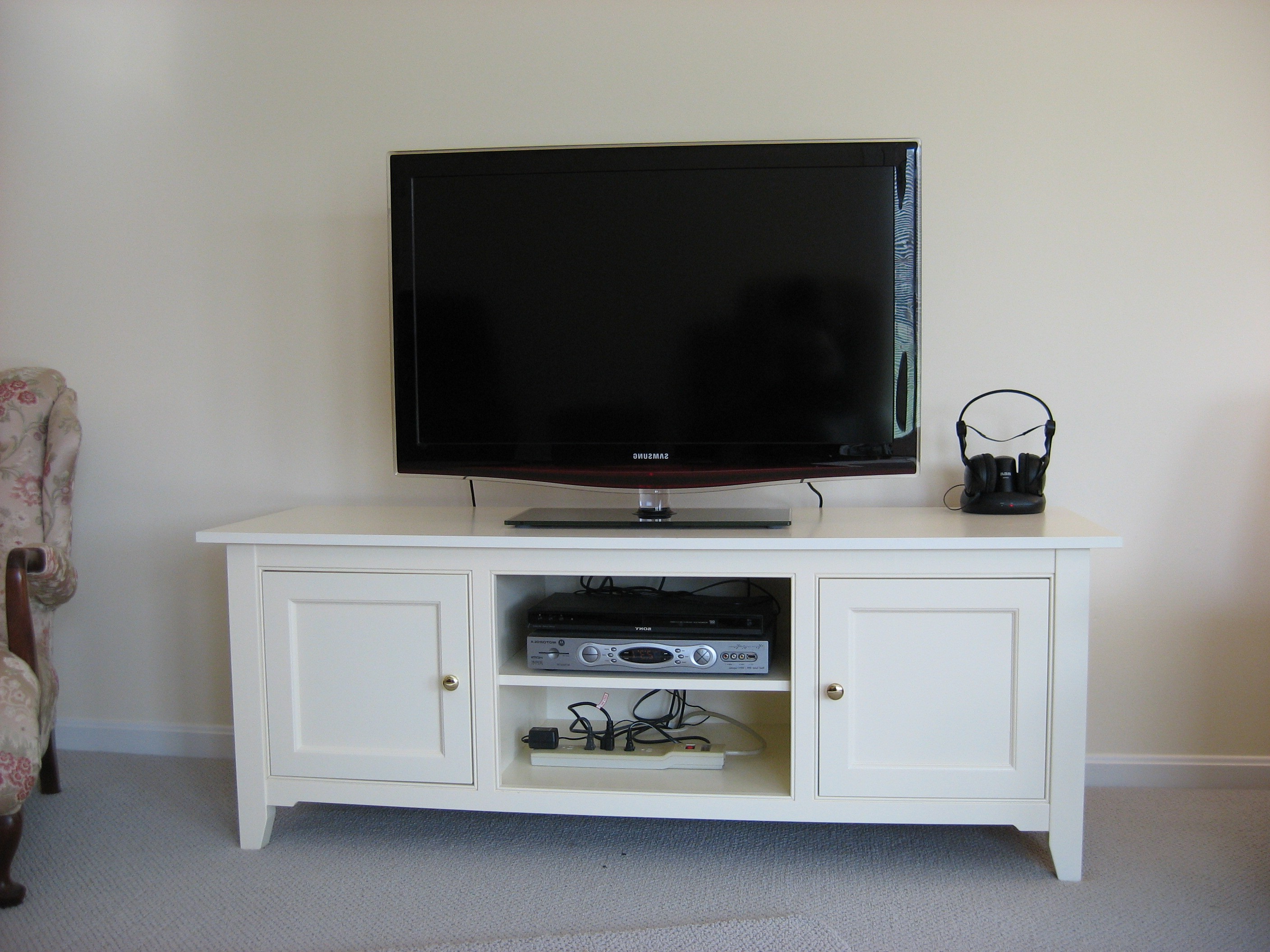 Rectangle White Wooden Tv Cabinet With Doors And Racks On Motorized Pertaining To Well Liked Ovid White Tv Stands (View 9 of 20)