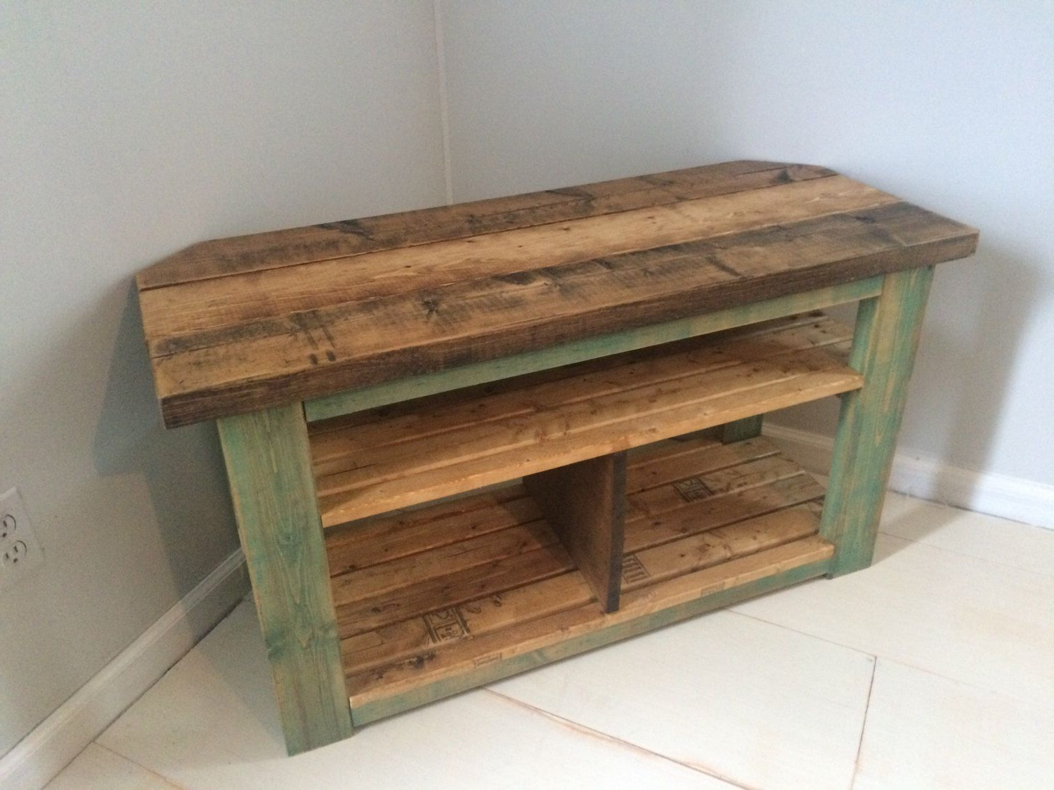 Rustic Corner Tv Stands Pertaining To Trendy Pinchristina Bundrant On My Builds *my Creativity* (Gallery 1 of 20)