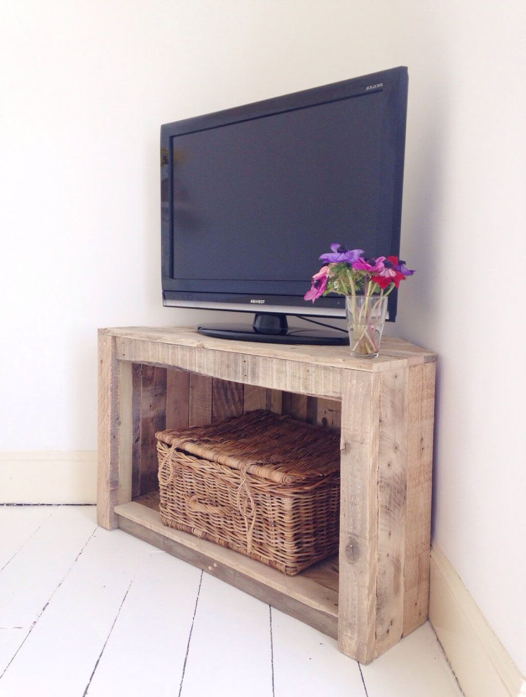 Well Known Antique Style Tv Stands Throughout Furniture: Compact Small Rustic Wooden Corner Tv Stands With Single (View 16 of 20)
