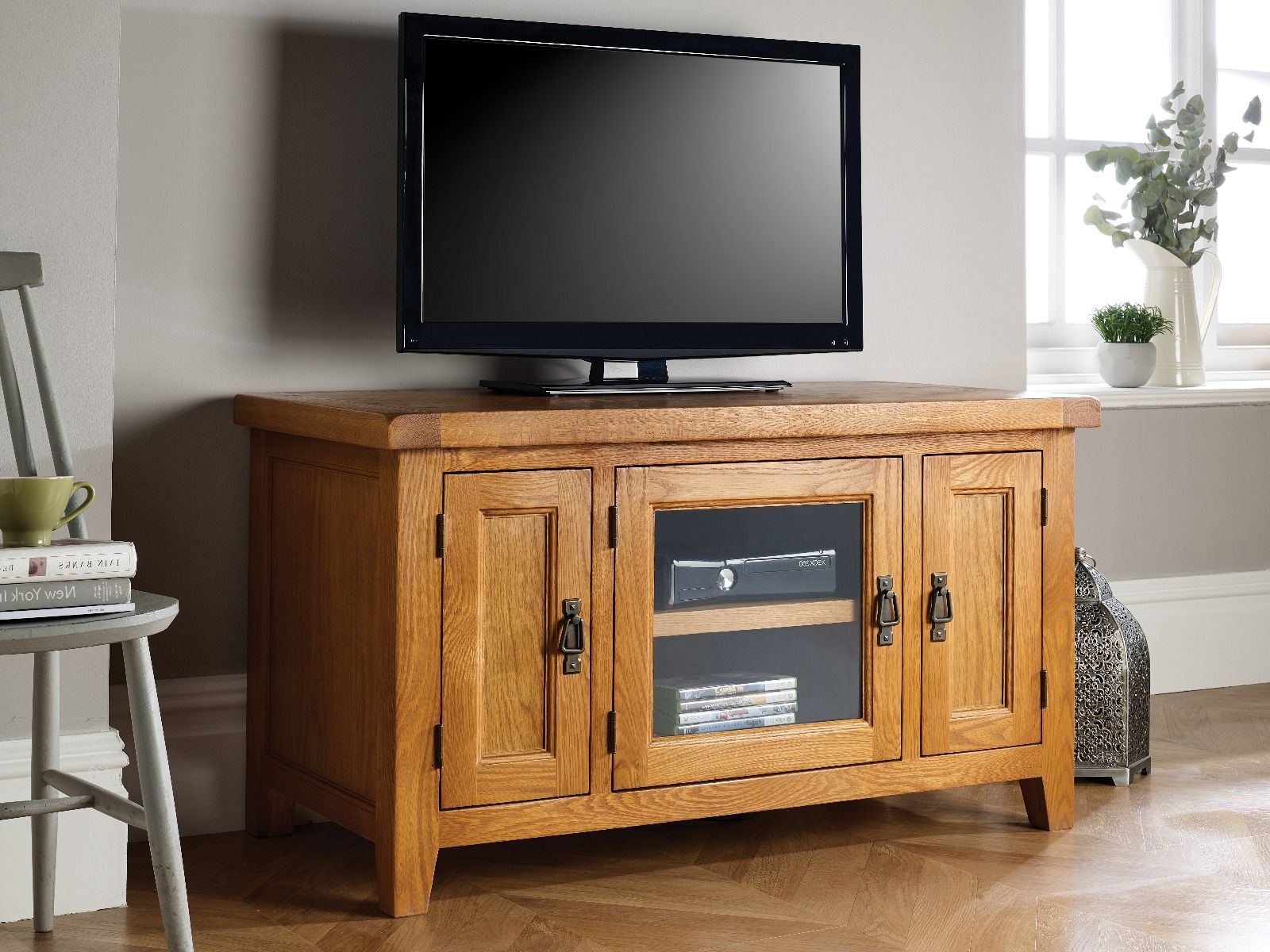 Well Known Country Oak Tv Unit With Glass Front For Glass Fronted Tv Cabinet (View 20 of 20)