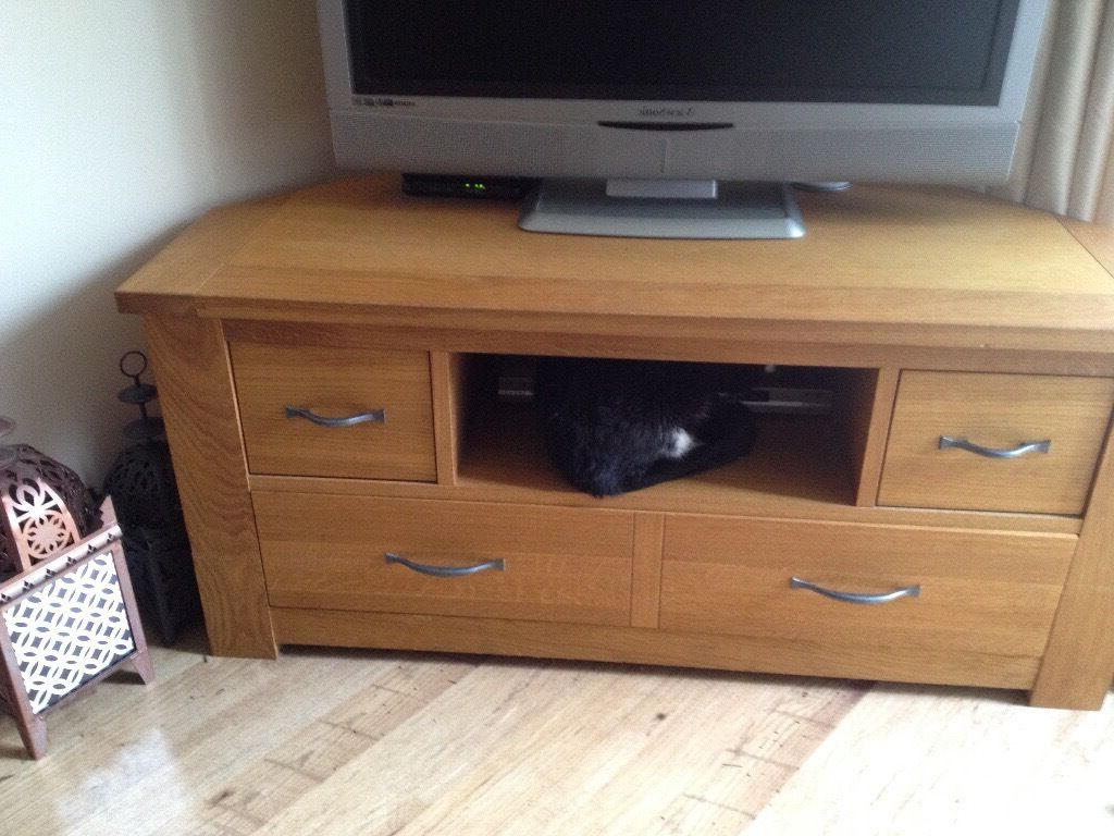 Widely Used Light Oak Tv Cabinets Within Beautiful And Cared For Tv Stand – Solid Oak Next Cambridge® Light (View 20 of 20)