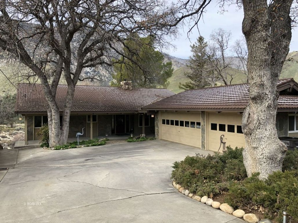 700 Sirretta St, Kernville, Ca 93238 – Realtor® Within Popular Kernville 3 Piece Counter Height Dining Sets (View 1 of 20)