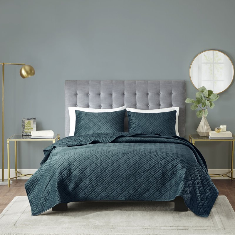 Best And Newest Tarleton 5 Piece Dining Sets In Brayden Studio Tarleton 3 Piece Reversible Micro Mink Coverlet Set (View 11 of 20)