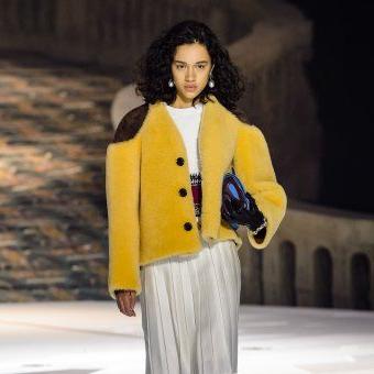 2020 Mode Breakroom Tables Within Défilé Louis Vuitton Automne Hiver 2018 (View 18 of 25)