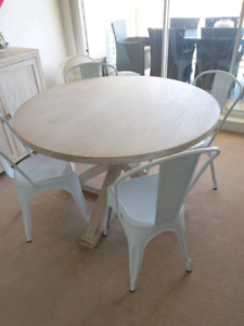 Dining Tables (View 9 of 25)